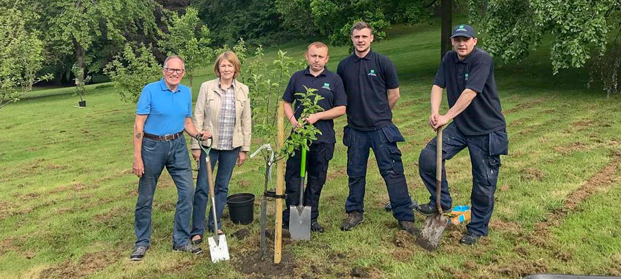 Bott show support to Friends of Pittencrieff Park